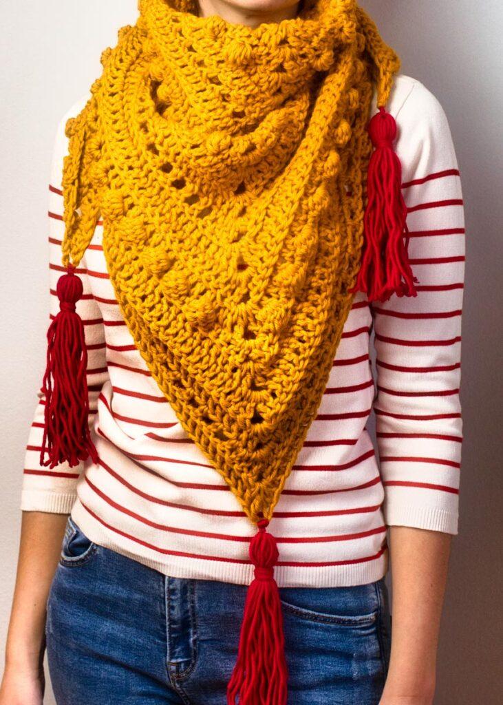 Triangular scarf Cherry Marble in a mustard coloured yarn